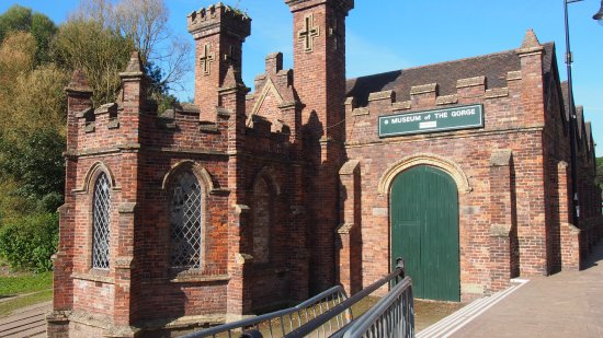 Museum of the Gorge: Walking up to the museum from the direction of the Ironbridge