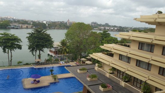 Cinnamon Lakeside Colombo: lake view