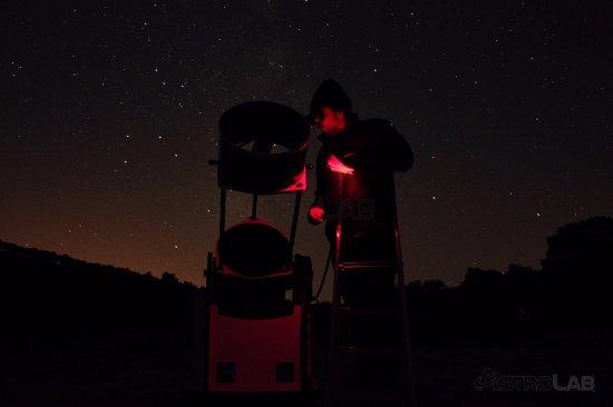 Yunquera, İspanya: Preparando el telescopio para la observación en El Bosque de Estrellas