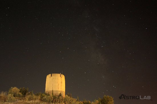 Yunquera, Spanien: Las noches de astronomía se realizan en la cubierta de esta antigua torre