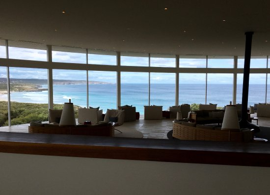 Southern Ocean Lodge: entrance and bar / lounge area