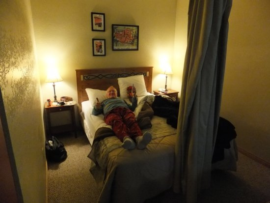 Valley View Motel: Me relaxing after checking in.