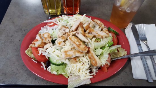 Enfield, CT: Grilled Chicken Salad