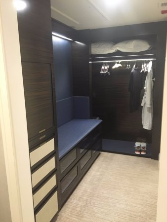 The Peninsula Chicago: Closet Area Deluxe Suite, But Similar In Reg Room Too