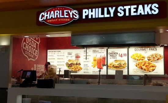 Norridge, Ιλινόις: Counter for Charleys Philly Steaks at the Food Court in Harlem Irving Plaza