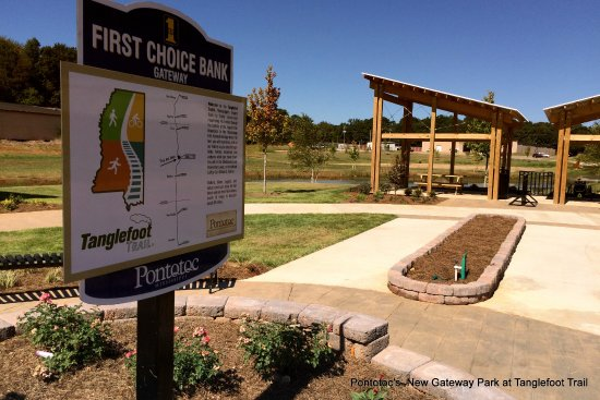 Pontotoc Gateway, Tangllefoot trail. Covered picnic tables