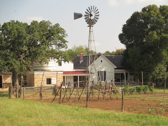 Stonewall, TX: Farmhouse, windmill, garden out front