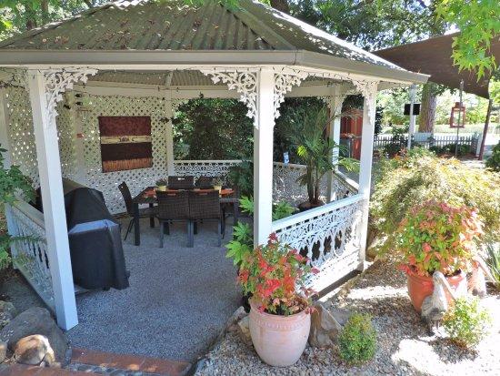 Westwood Lodge : Gazebo and BBQ