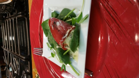 Ladysmith, Kanada: Just started the cooking class..first course Stuffed Piquillo peppers with chorizo and goat chee
