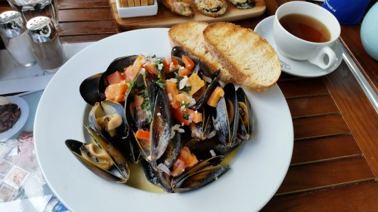 Portarlington, Australia: The Little Mussel Cafe. Wow what an amazing little restaurant. We stopped for lunch and had our