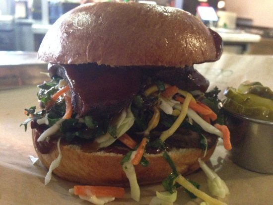 Brea, Kalifornia: Calling all BBQ lovers... Come try our grass fed BBQ Sandwich...
