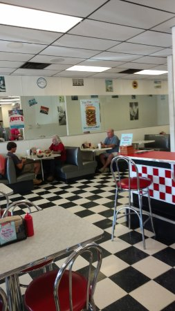 Pittsboro, NC: Inside reminds me of early 1960's diner...