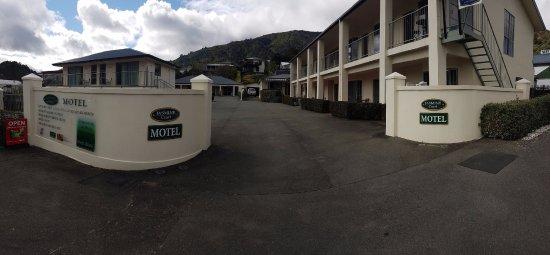 Picton, Nueva Zelanda: Street Frontage