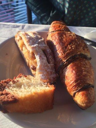Speranza : Отличная гостиница с самым чудесным завтраком в Италии ! Нас заселили намного раньше положенного