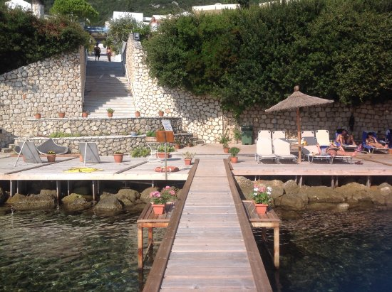 Porto Galini Seaside Resort & Spa: View from pontoon to beach