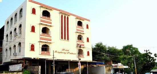 Hotel Raghuraj Palace: FRONT