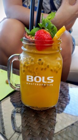 Chexbres, Suiza: Passion fruit drinks