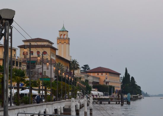 Residence Borgo degli Ulivi: Gardone Riviera, great for eating places