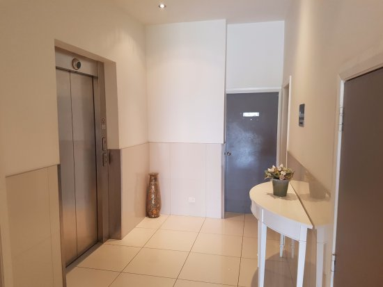 Griffith, Australië: Lift access to rooms and carpark