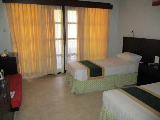 Fourteen Roses Beach Hotel: Room1