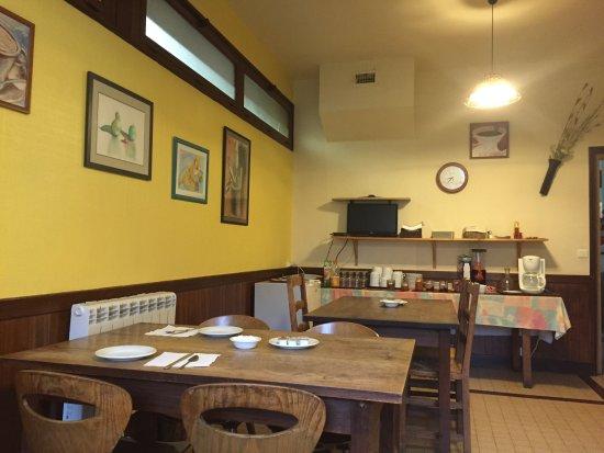 Naves, فرنسا: Espace petit déjeuner 