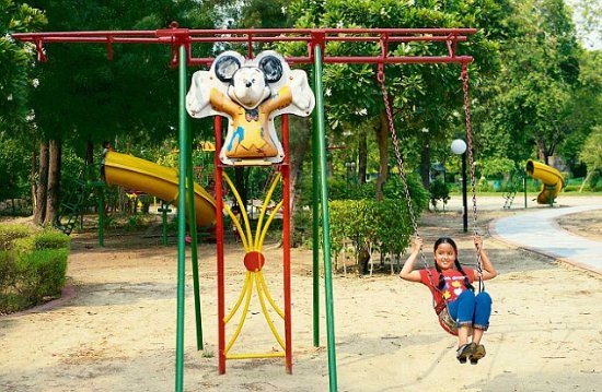 Fountains, swings, lawns...fun :) - Picture of Children's ...