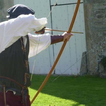 Yelverton, UK : long bow demo