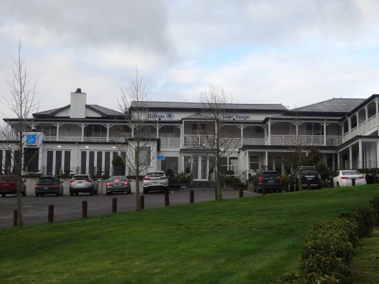 Hilton Lake Taupo: Front of the hotel