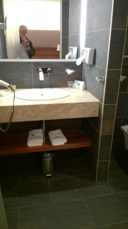 Eurostars Embassy Hotel: Bathroom