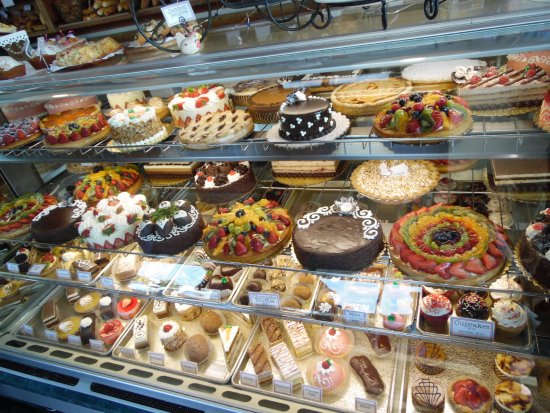 Paris Bakery Cafe : Great selection of cakes