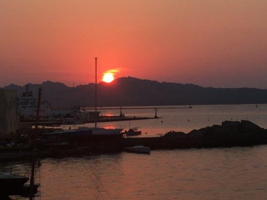 Il Gabbiano: l'Alba vista dalla camera (The Sunrise)