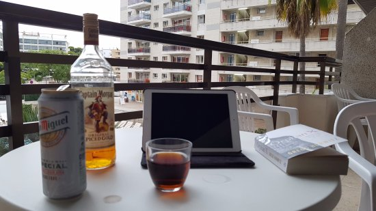 Apartaments CYE Salou: every night sitting on the balcony, relaxing whilst my wife was getting ready, miss you balcony!