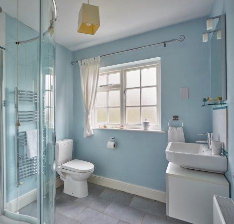 Kennet House: Shower room