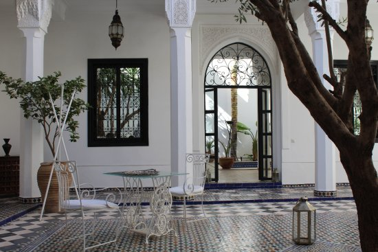 Bellamane, Ryad & Spa: Where one breakfasta - looking through doors to the pool.