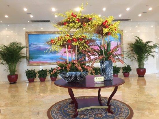 Plaza Hotel Beijing: Красиво оформленный холл