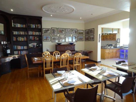 Kings Manor Hotel Breakfast Room