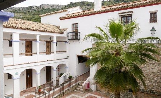 Hacienda Minerva: Innenhof mit Zugang zu den Zimmern