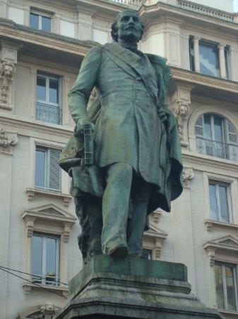 Monumento a Carlo Cattaneo