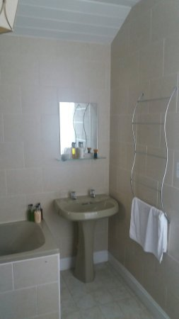 Montfort Cottage Guest House: Bathroom