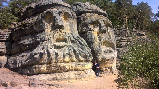 Skalni sochy Vaclava Leveho