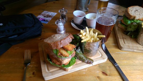Babcary, UK: Fishfinger sandwich with frites!!