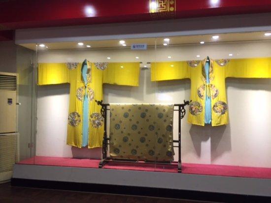 Beijing Dong Wu silk Museum: Экспонаты шелкового музея