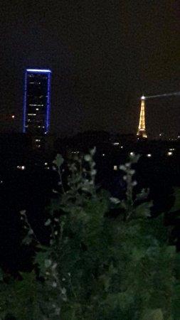 Mercure Paris Place d'Italie: Vue de la chambre 603 en soirée