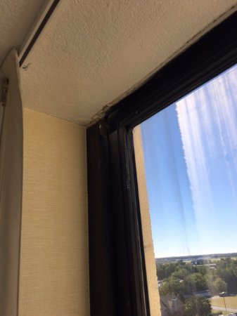 Beautiful DoubleTree by Hilton Philadelphia Airport Cracked open hole window seal 923 - Beautiful window seals Idea
