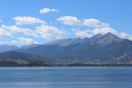 Dillon Reservoir: Beautiful Mountain Views