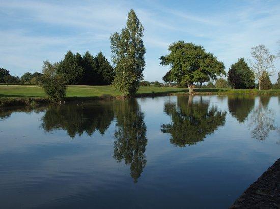 Ceron, France: L'étang et la golf