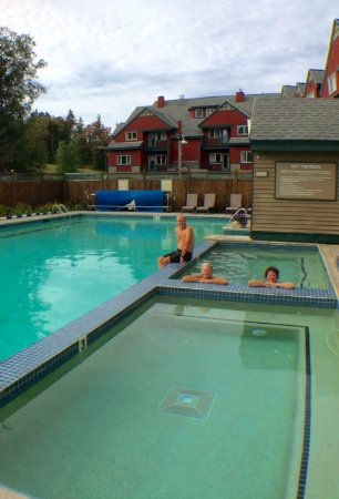 Grand Summit Resort Hotel: Forgot to mention the hot tub & pool was still open...refreshing with outdoor temps 62!!