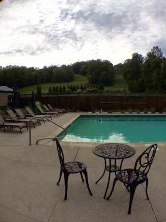 Grand Summit Resort Hotel: Not a bad view, plus we had the pools to ourselves! Missed peak foliage by 2 weeks:(