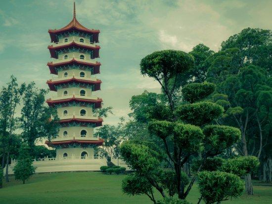 Chinese And Japanese Gardens: Pagoda Chinese Garden, Singapore