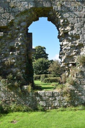 Jervaulx, UK: Through the arch.